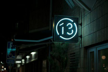 Bord13_Signage-dark1-1250x831